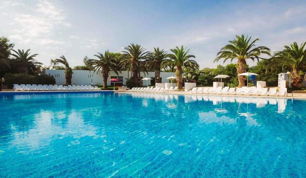 Meditur-Village-Residence-Carovigno-piscina