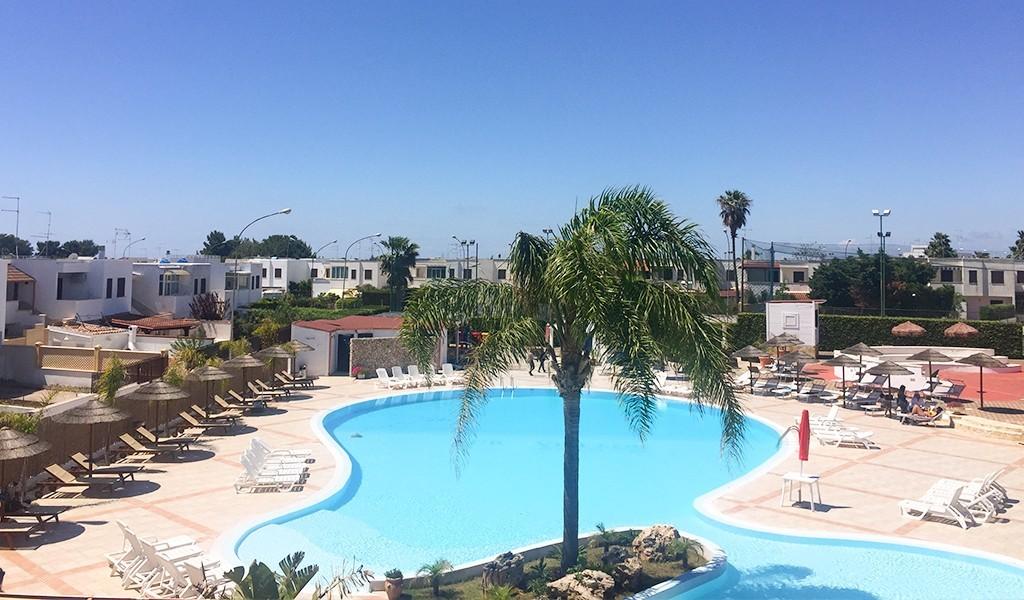 evvai-club-eurovillage-torre-lapillo-piscina