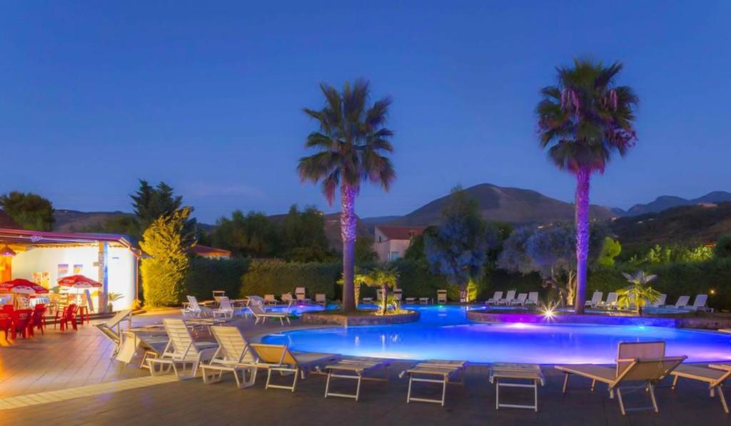villaggio-holiday-beach-cirella-piscina