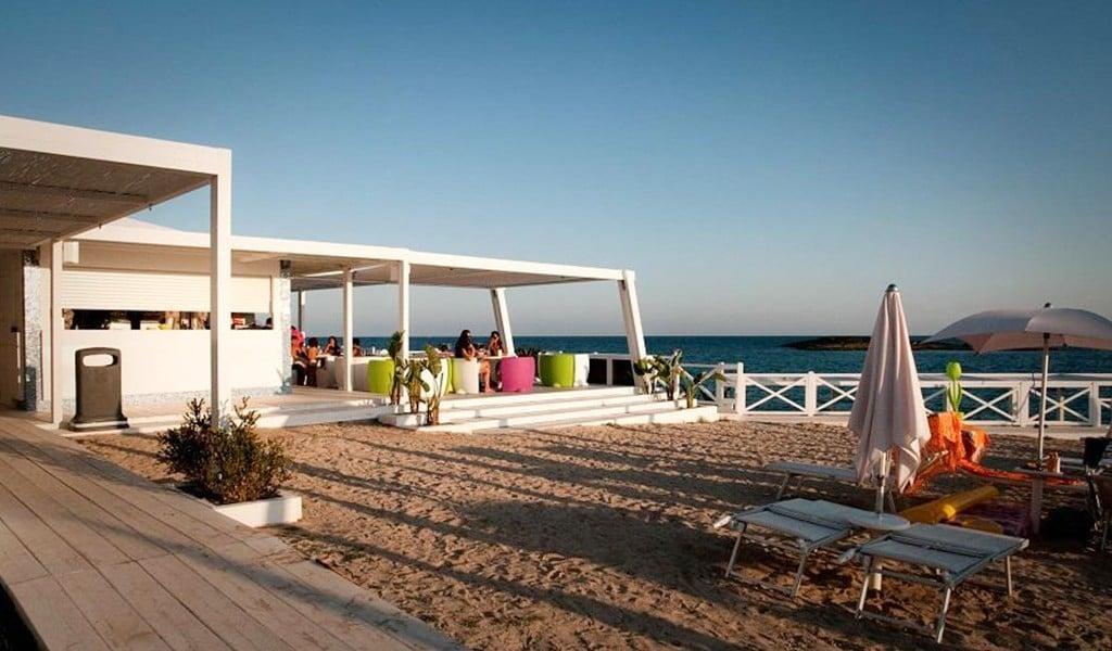 l-isola-di-pazze-hotel-resort-copertina