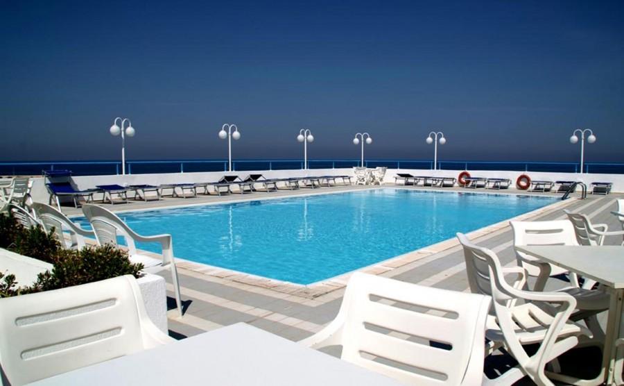 evvai-eden-beach-piscina