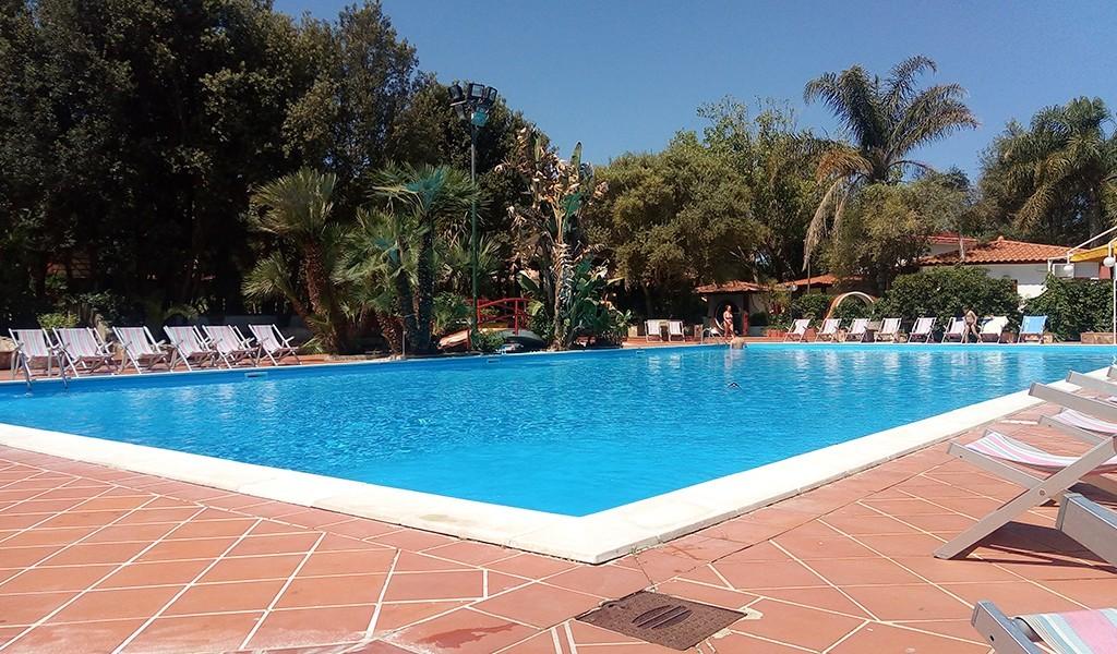 sayonara-villaggio-club-nicotera-marina-piscina