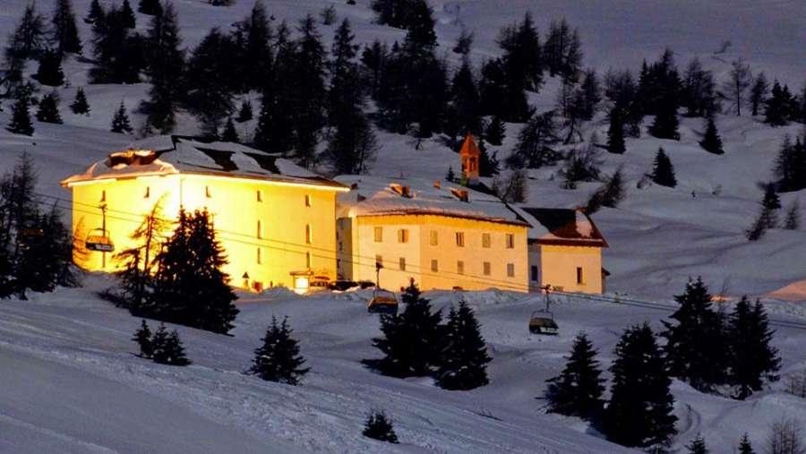 hotel-la-mirandola-panoramica-esterna-notturna