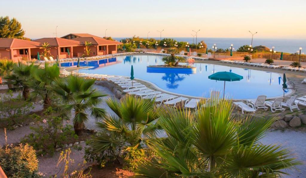 Villaggio-Torre-Sant'Irene-Briatico-piscina